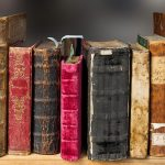 Jakie informacje powinny zawierać książki o sprzedaży?